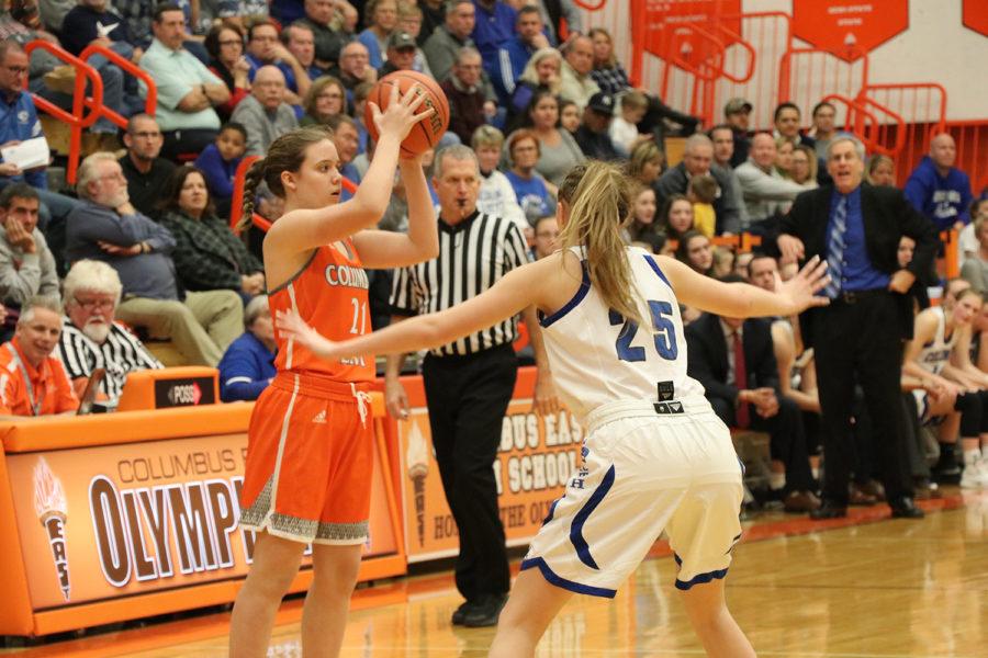 Junior Megan Vetter looks to find an open teammate.