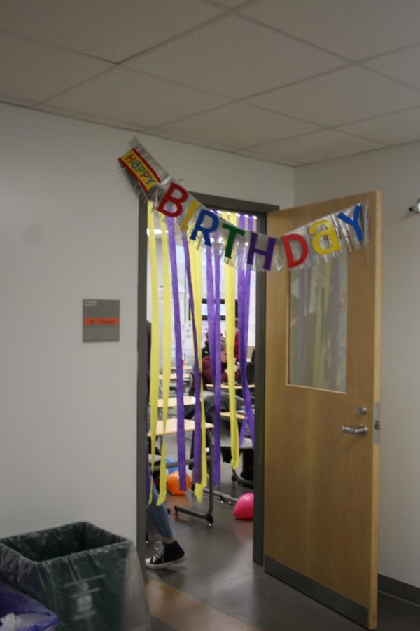 Students+in+Mr.+Chastain%E2%80%99s+class+decorated+the+room+to+celebrate+the+discovery+of+DNA.