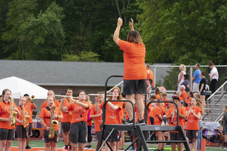 Senior+Merrick+Goen+conducting+the+National+Anthem.