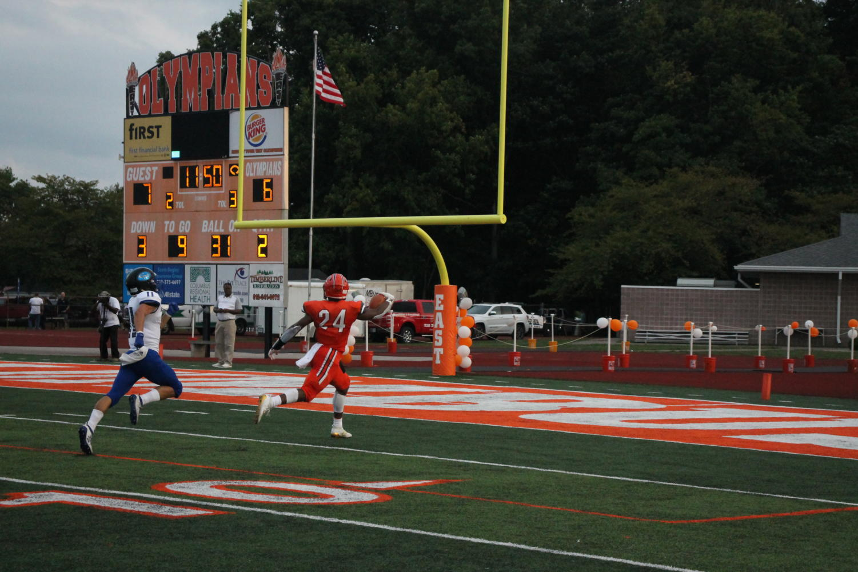 Junior+Mark+McDonald+scores+a+touchdown.