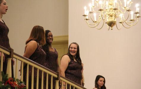 Choir Holds Christmas Concert at a Church