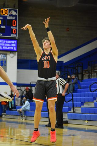Senior Daniel Murphy shoots a three.