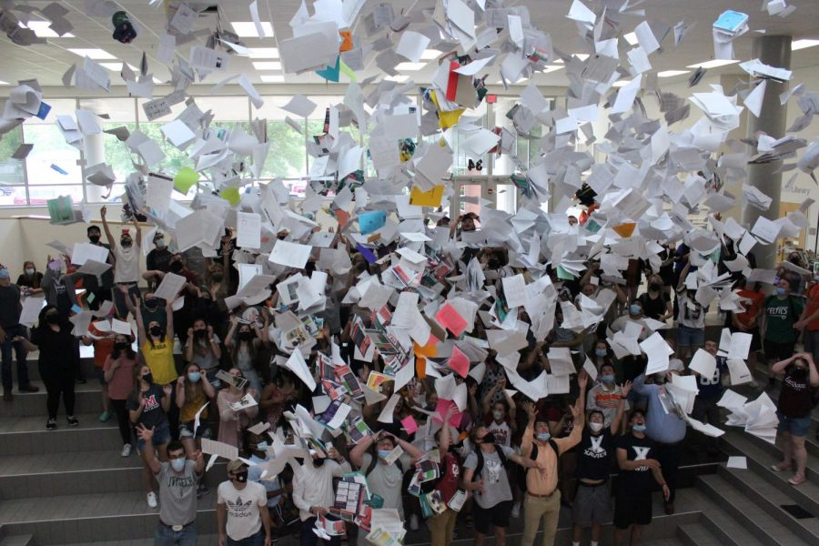2021 Senior Paper Toss